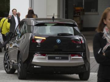 Først og fremst en bybil, sier BMW