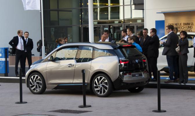 BMW lar i3 kjøre en slags taxiservice på bilutstillingen i Frankfurt. Men du får ikke kjøre selv.