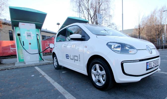 e-up på Grønn Kontakts hurtigladestasjon i Drammen