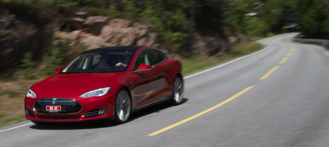Tesla Model S regjerer fullstendig i desember