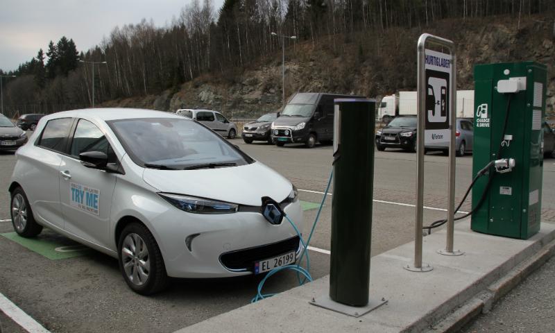Renault Zoe på 22 kW-lader på Liertoppen