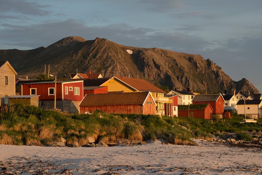 Fiskeværet Bleik i midnattssol, Nasjonal turistveg Andøya.