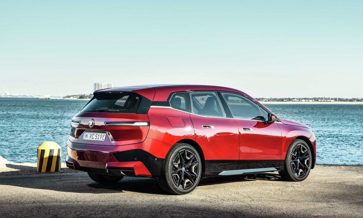 BMW iX side