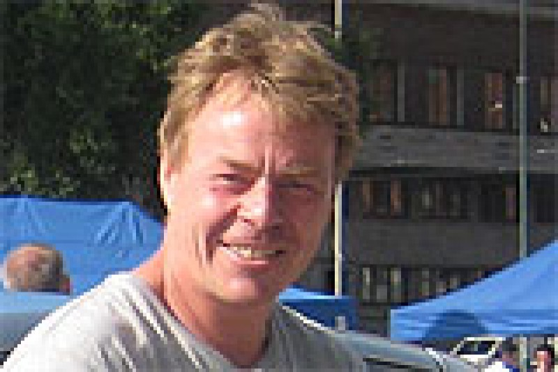 Øyvind Lunde banka av Henning Solberg