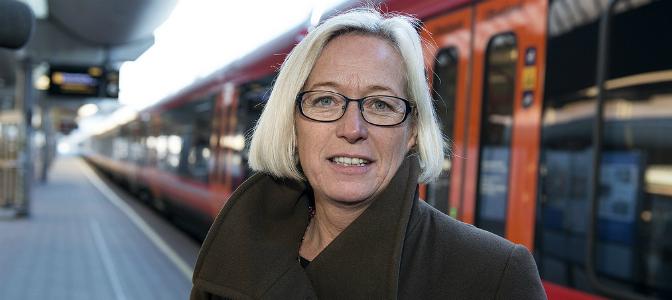 Samferdselsministeren vil både ha nullutslippsbiler og mer kollektivtrafikk