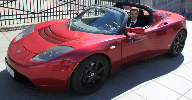 Hareide i Tesla Roadster