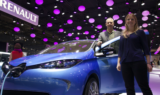 RBI-direktør Anders Gadsbøll og produktsjef Stine Fratras er igjen offensive. Årsaken er at Renault endelig har bøyd seg, og aksepterer at norske kunder får kjøpe batteriet i elbilen.