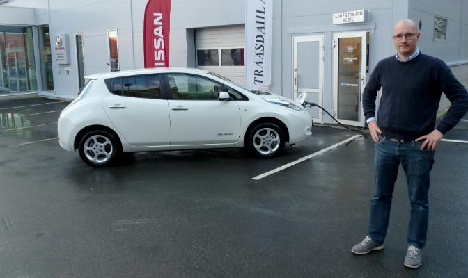 Salgsansvarlig for Nissan hos Traasdahl AS, Cato Myrstad, utfordrer andre aktører til å bygge ut ladepunkter i Nord-Norge