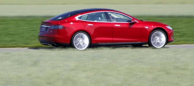 Stor importtrafikk på Drammen havn betyr at Model S blir stadig mer synlig i trafikkbildet.
