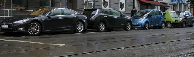 Oppstilte elbiler i Trondheimsveien i Oslo
