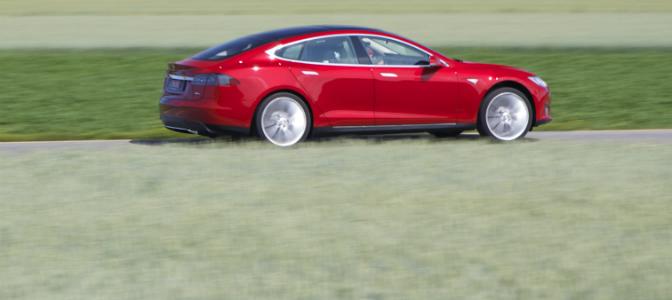 Tesla Model S er solgt i like mange eksemplarer i Norge som det er elbiler i Sverige - på bare to måneder.
