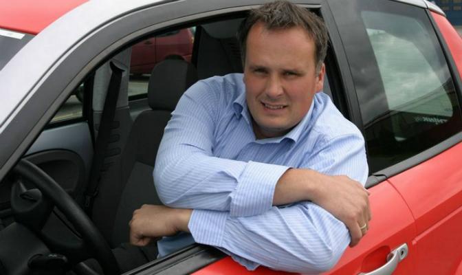 Øystein Asphjell jobbet for TH!NK/Ford mellom 1999 og 2006. Bilentusiasten har fortsatt fem TH!NK-biler i sin samling.