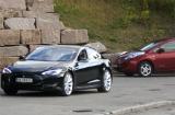 Model S frakjørt av LEAF i oktober