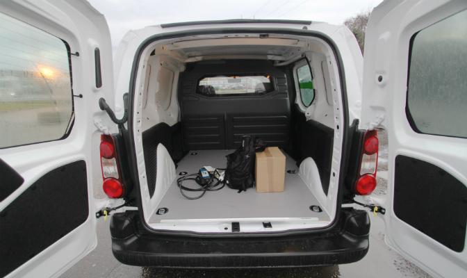 Det er plass til 3,3 kubikkmeter bagasje i Partner