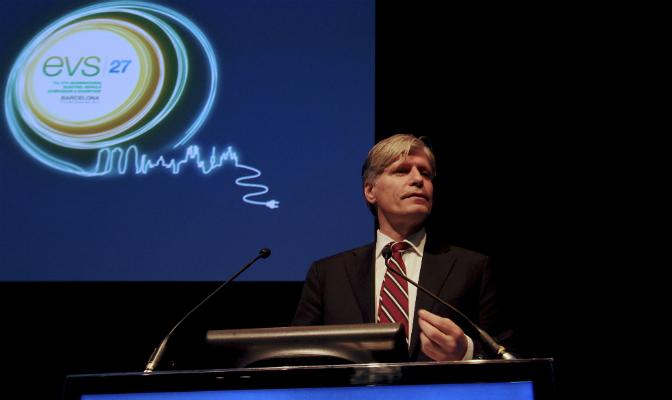 Lederen i energi- og miljøkomiteen på Stortinget, Ola Elvestuen (V), mener det ikke må være noen som helst tvil om at elbilincentivene skal vare i mange år etter 2018