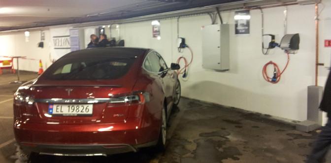 Tesla ladestasjon