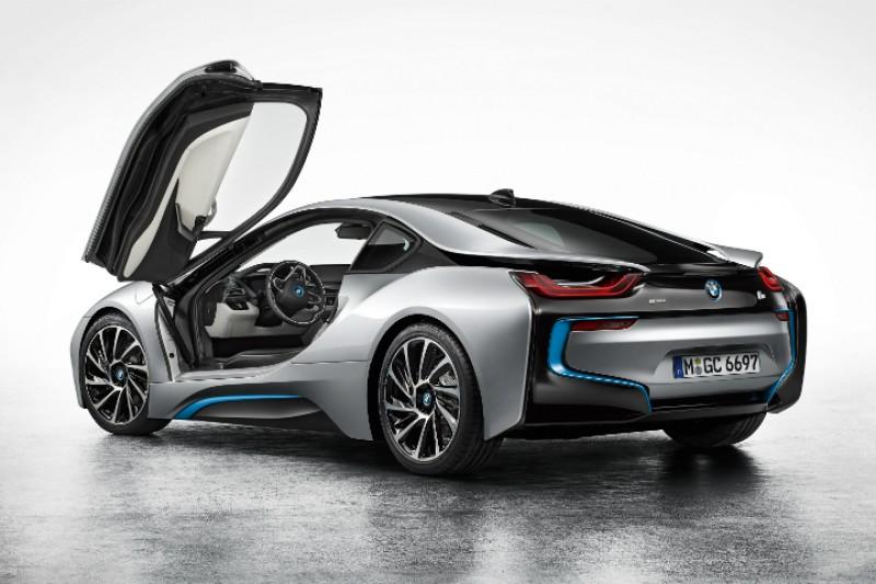 Nå er ladehybriden BMW i8 i Norge
