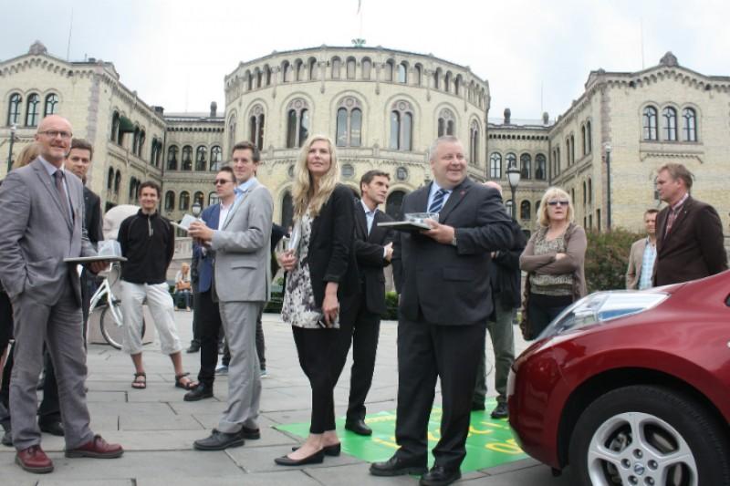 Rekordsalg av elbil må få politikerne på banen