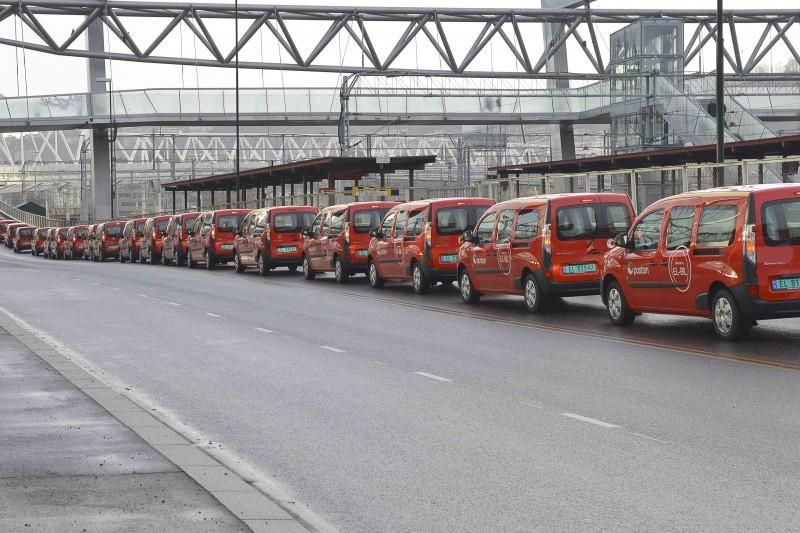 Verdens største kolonne med elpostbiler