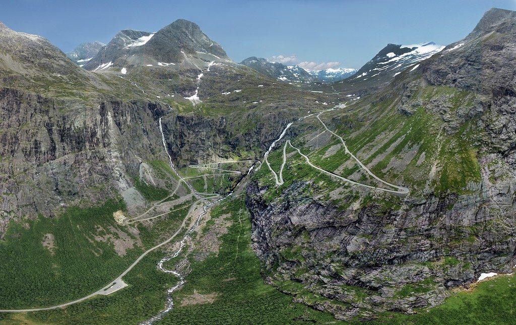 Trollstigveien sett fra lufta.