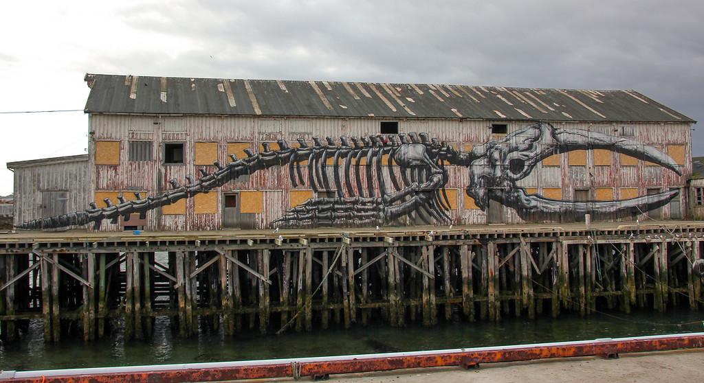 Detaljer fra Vardø. Gatekunst preger deler av bybildet i 2014