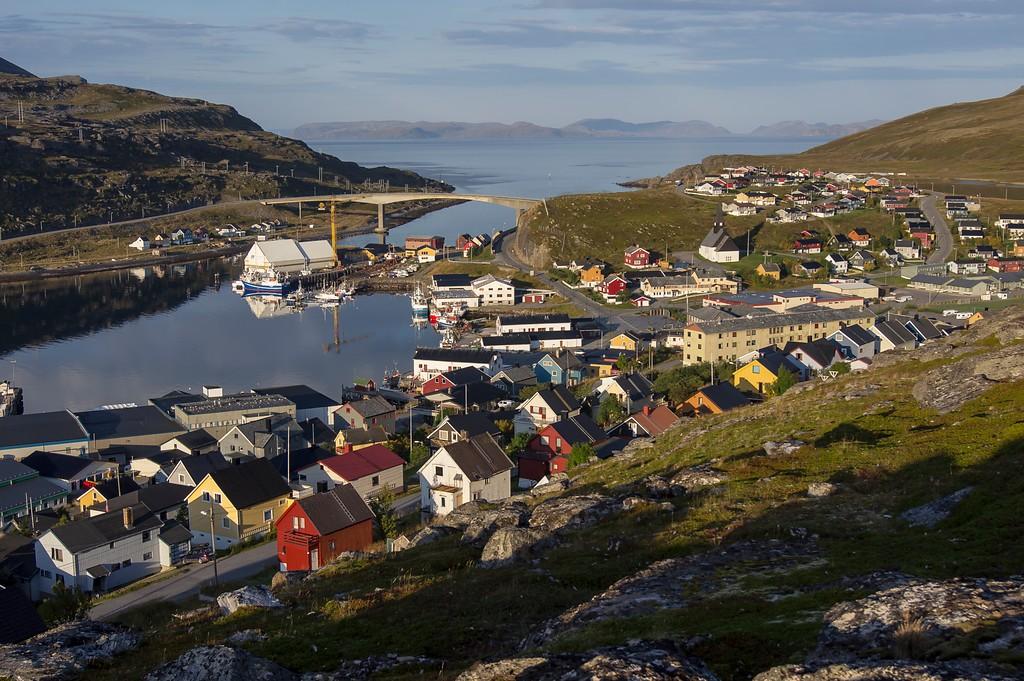 Stille septembermorgen i Havøysund; lengst nord på Nasjonal turistveg Havøysund.