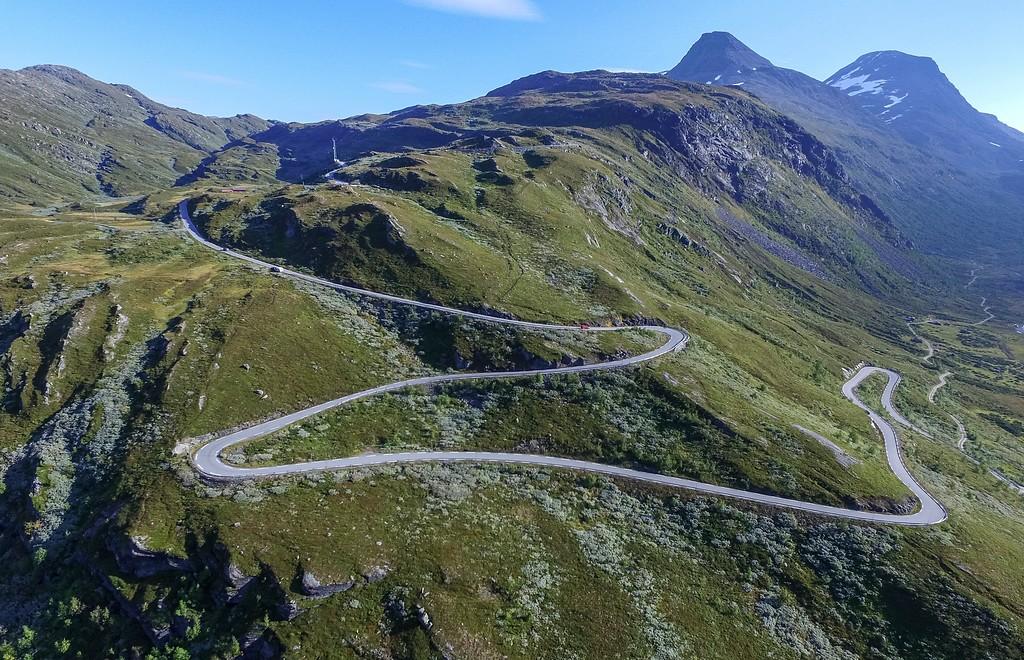 Nasjonal turistveg Sognefjellet i bakkene opp fra Turtagrø mot Oscarshaug