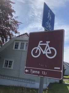 Følg skiltingen under sykkelturen.